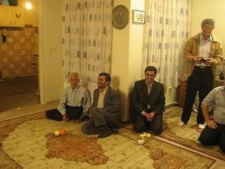Mahmoed Ahmadinejad nikahkan anak sajiannya pisang sama apel